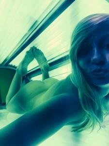 Nacktes Girl im Solarium hofft auf Casual Sex Möglichkeiten